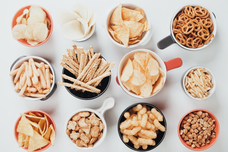 snacks to take when traveling food safety while traveling