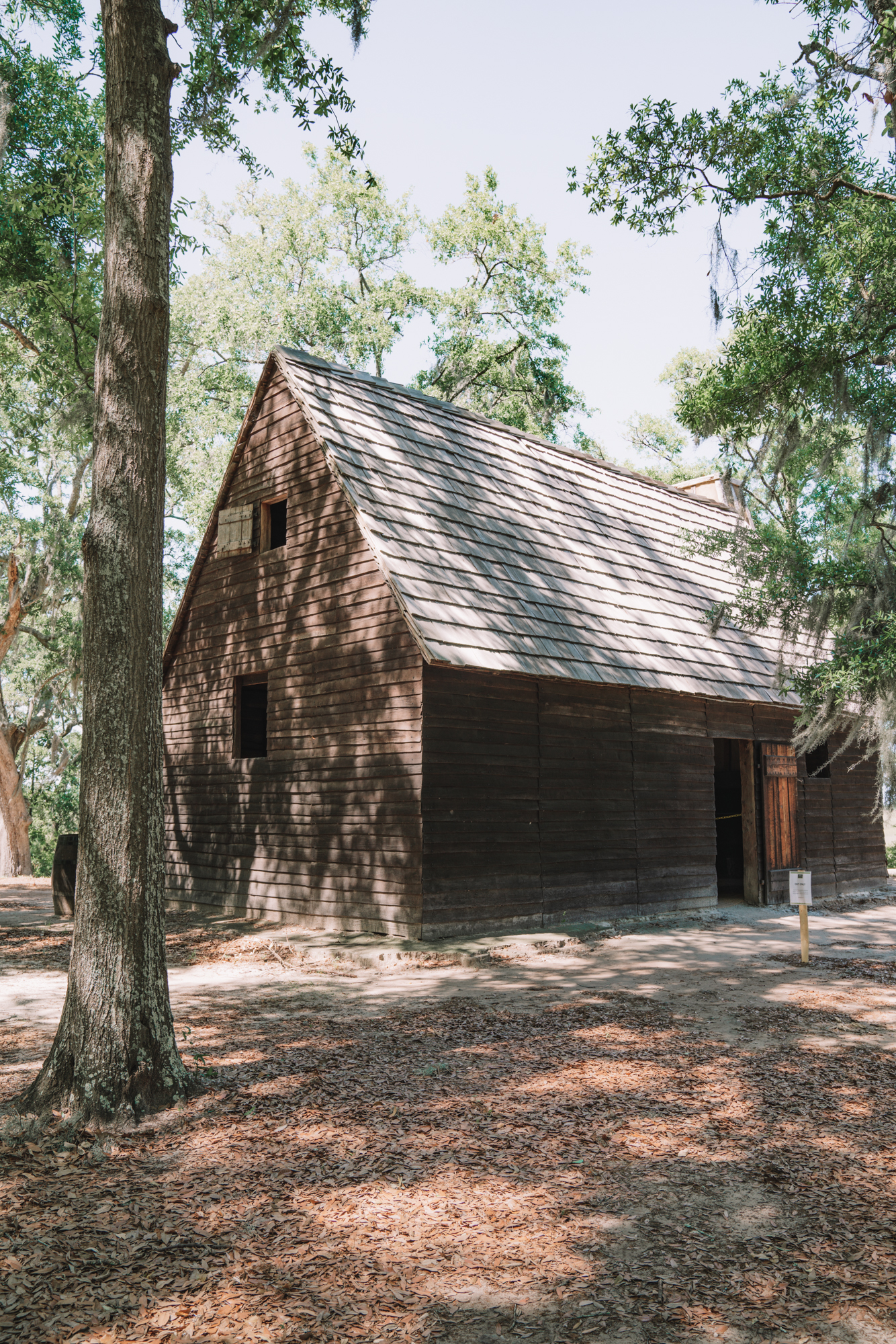Things to do in Charleston sc with kids - an old historic brown cabin
