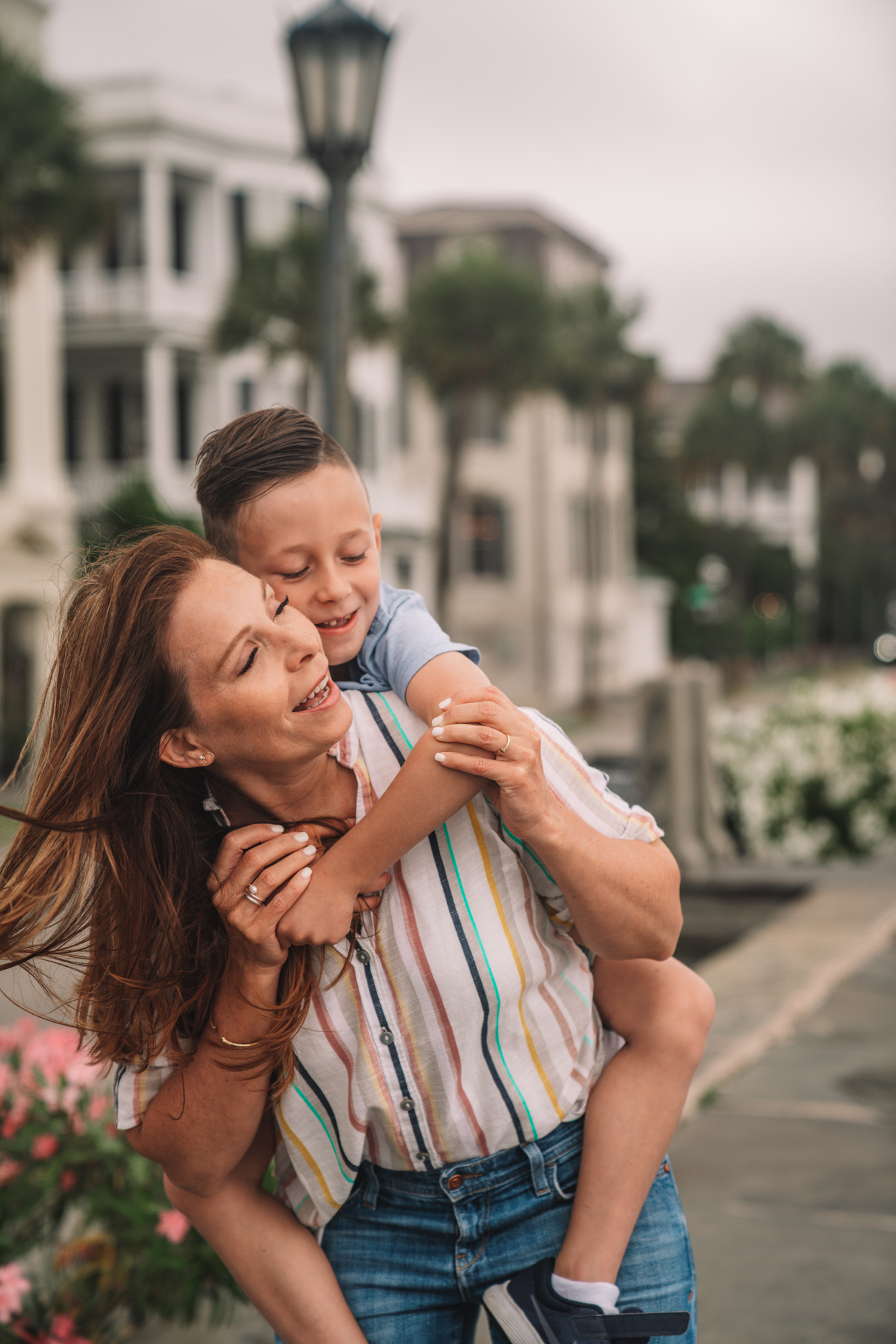 charleston sc visitors guide - a little boy and his grandma smile